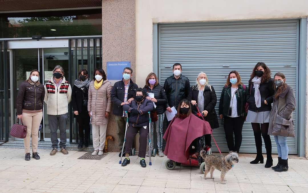 Asistentes al acto realizado en Teruel con motivo del Día Nacional de la Convención Internacional de los Derechos de las Personas con Discapacidad./ ATADI
