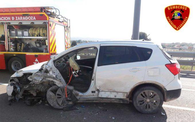 Una mujer resulta herida al chocar dos coches en El Burgo de Ebro