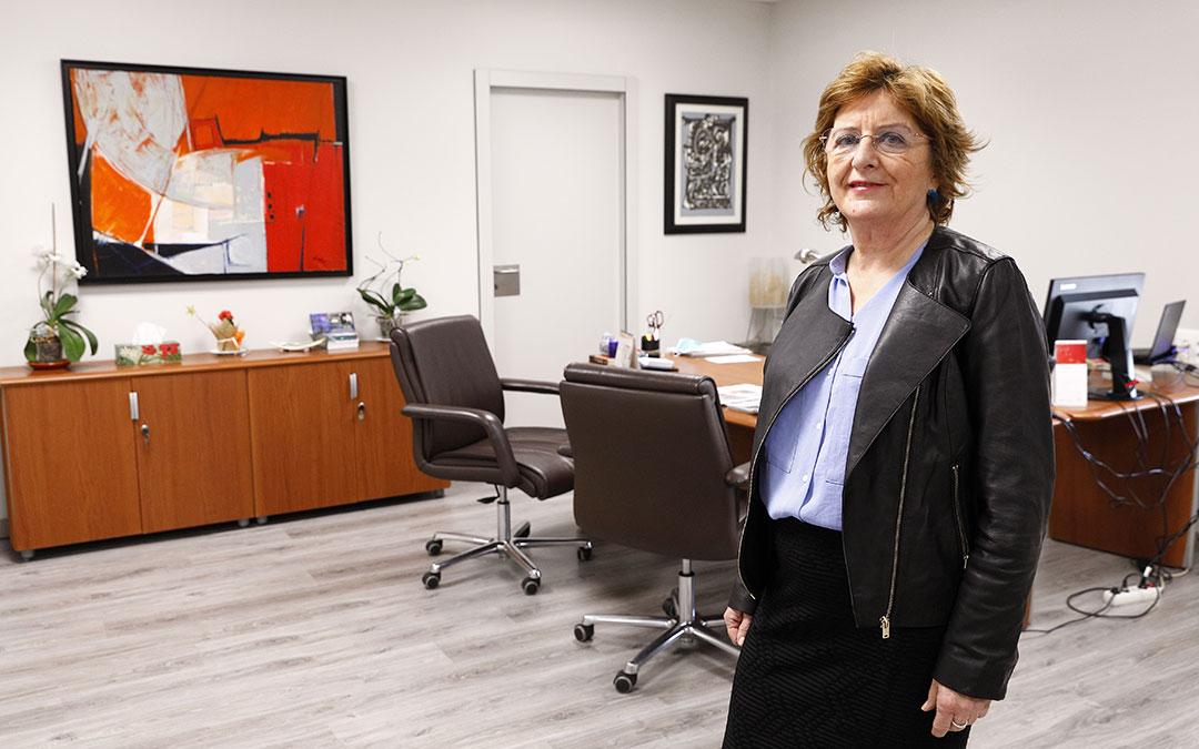 La consejera, en su despacho en la plaza del Pilar desde donde se continúa en trabajar por mejorar la atención a mayores. / Luis Correas-DGA