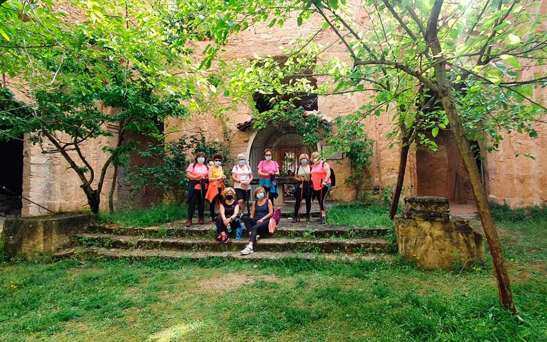 Uno de los grupos de senderistas en el interior del santuario.