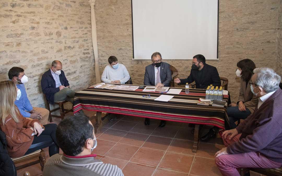 El presidente de la Diputación de Castellón se reunió en La Mata a mediados de abril con la Mancomunitat de Els Ports y con alcaldes y concejales de las poblaciones afectadas: La Mata, Portell, Morella, la Todolella y Cinctorres / Diputació de Castelló