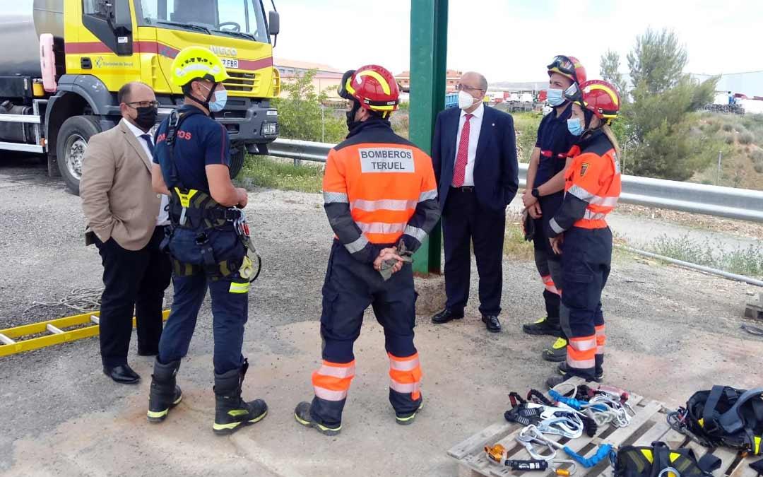 El presidente de la DPT Manuel Rando y el vicepresidente Alberto Izquierdo han visitado el Parque de Teruel donde se realizaba la formación./DPT