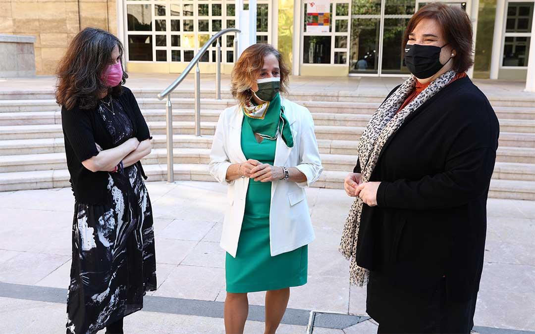 A la izquierda, Rosa Duarte; Miriam Ferrer en el centro y, a la derecha, Mari Luz Hernández./ DGA