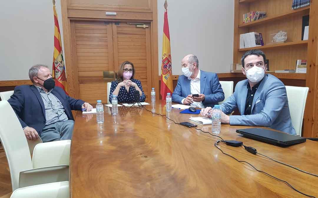 La reunión ha sido presidida por Mayte Pérez. Cada una de las partes ha asistido de forma telemática. / LA COMARCA