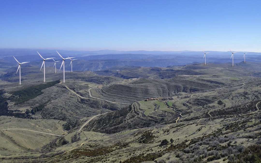 Fotomontaje de los términos de Cantavieja y Mirambel con aerogeneradores instalados./Plataforma a favor de los paisajes de Teruel