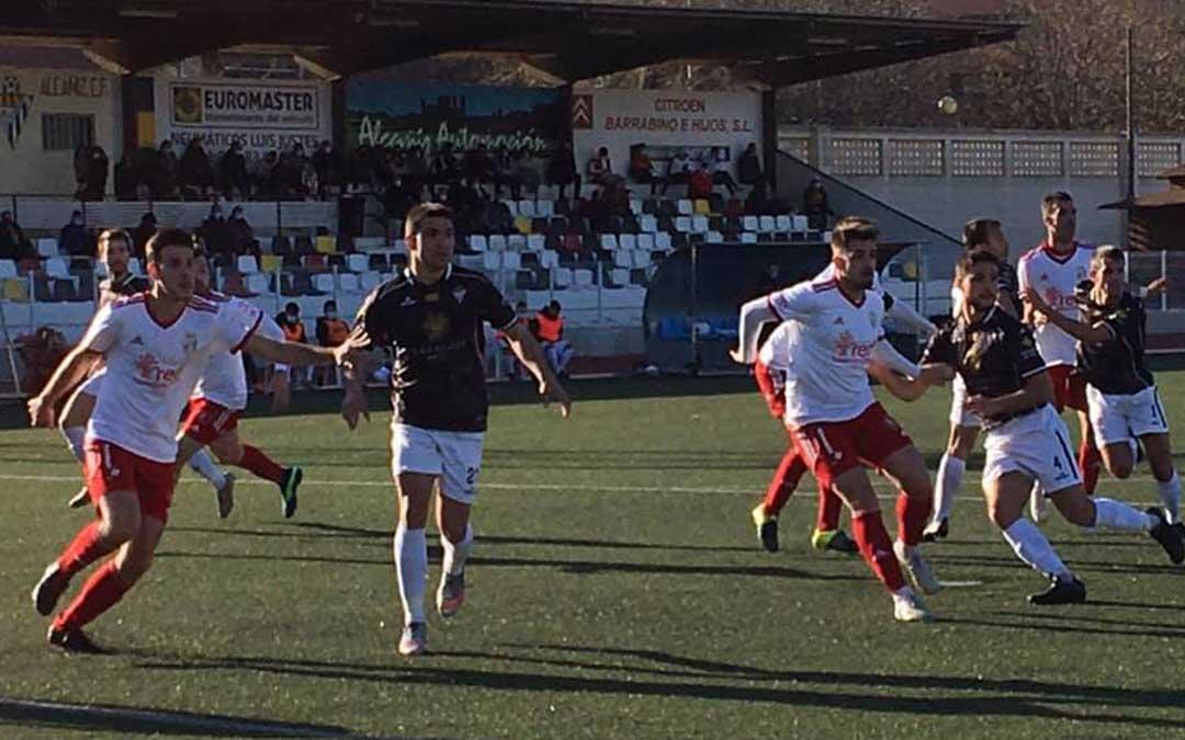 Un momento del partido que se jugó en la Ciudad Deportiva Santa María hace escasamente dos meses. Foto: Facebook Alcañiz C.F.