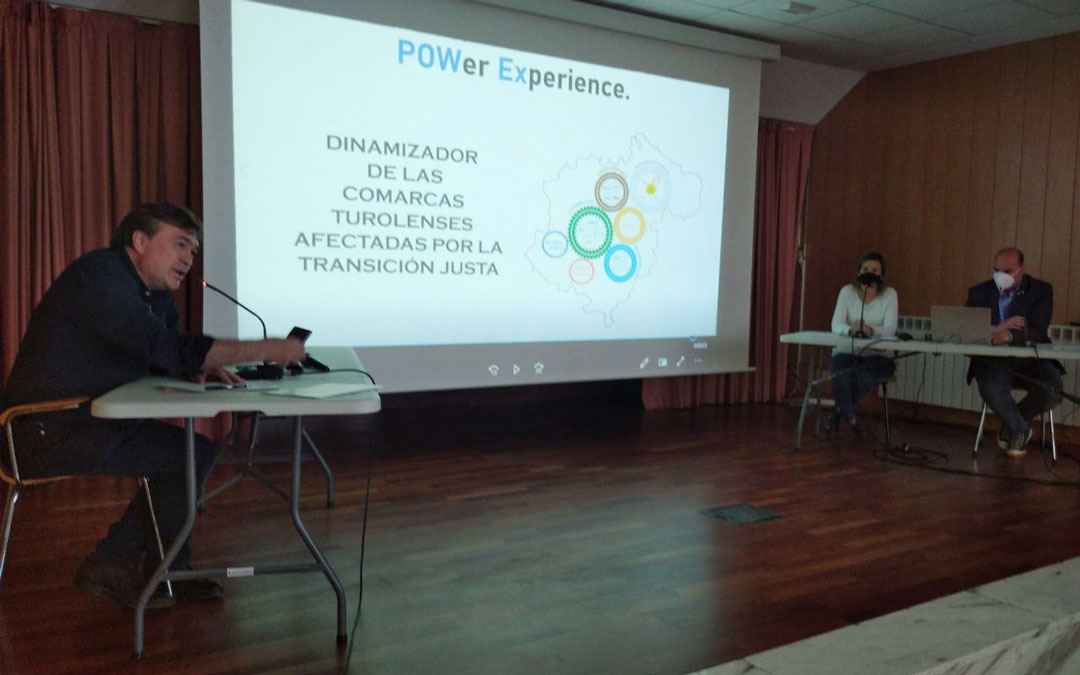 Guitarte presentando en Utrillas el proyecto. / T.E.