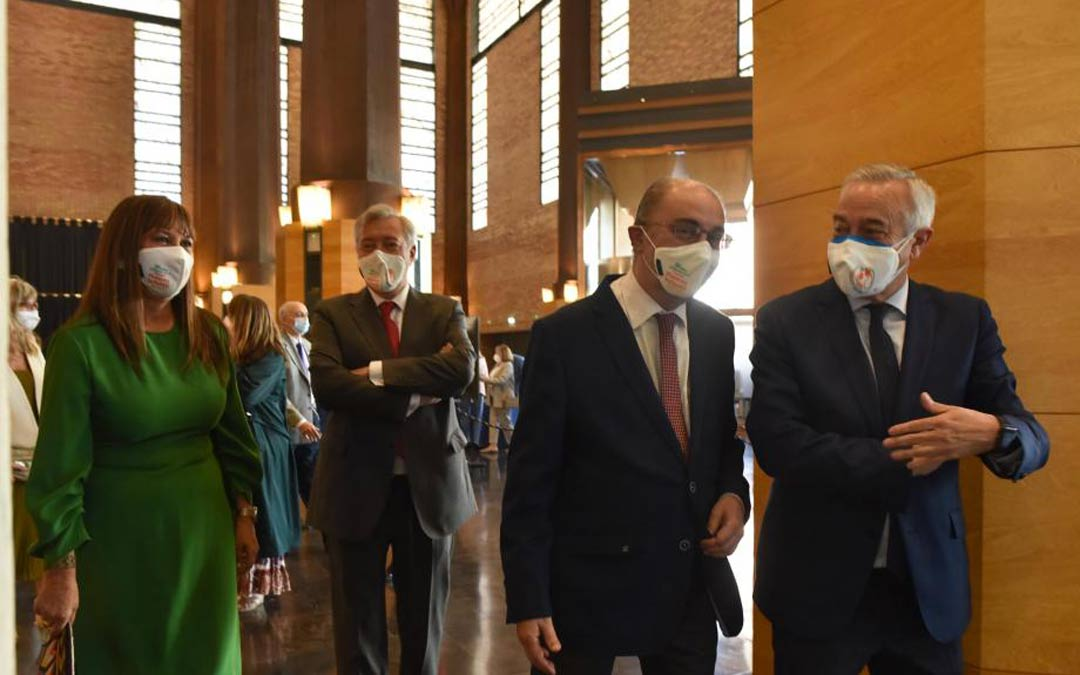El Presidente de Aragón, Javier Lambán, y la consejera de Sanidad, Sira Repollés, han asistido al acto de aniversario celebrado en el Auditorio de Zaragoza./FRANCISCO JIMÉNEZ