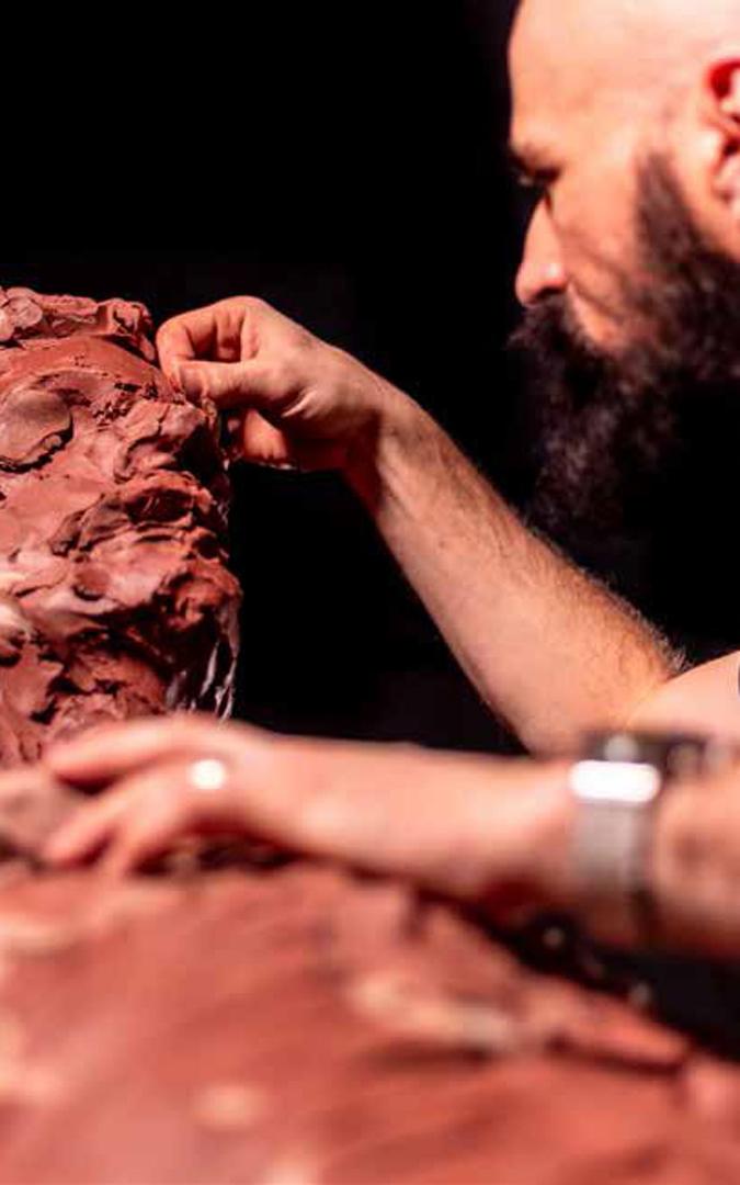 Proceso de escultura en terracota. / Ayo Cabrera