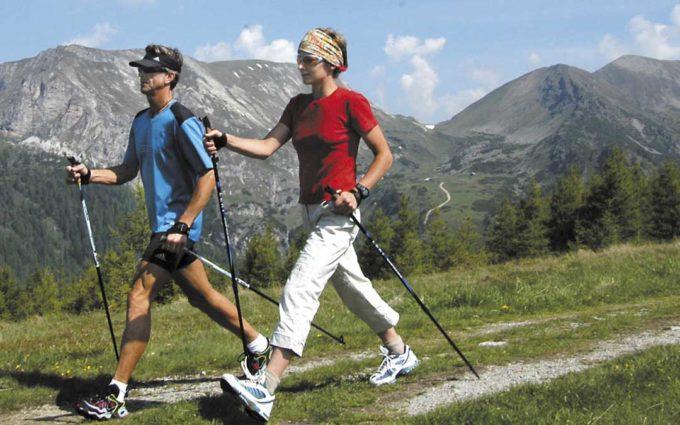 Andorra programa un curso de iniciación a la marcha nórdica y una liga de baloncesto de verano 3x3
