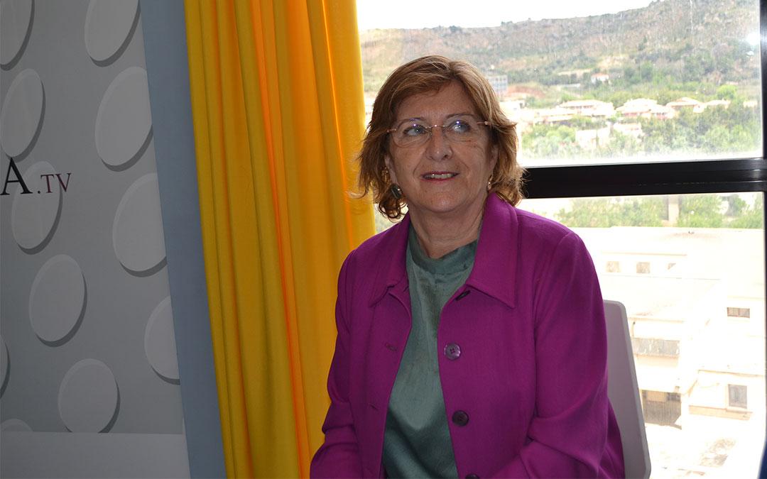 Mª Victoria Broto este lunes en los estudios de Radio La Comarca./ Javier Vílchez