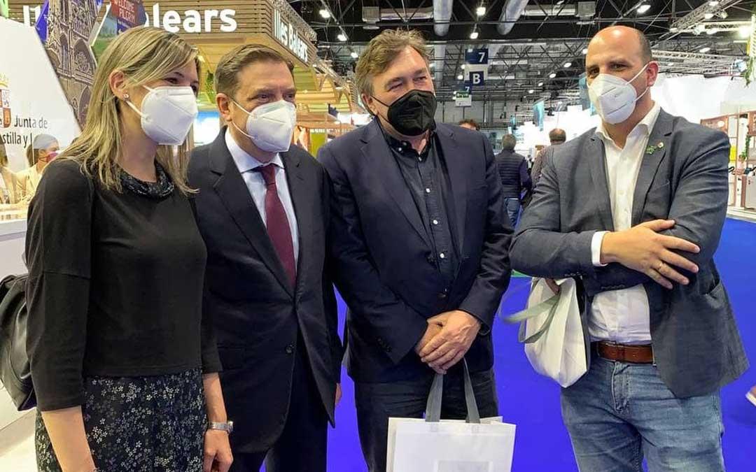 El Ministro de Agricultura Luis Planas junto a diputados y senadores de Teruel Existe. Foto: Teruel Existe