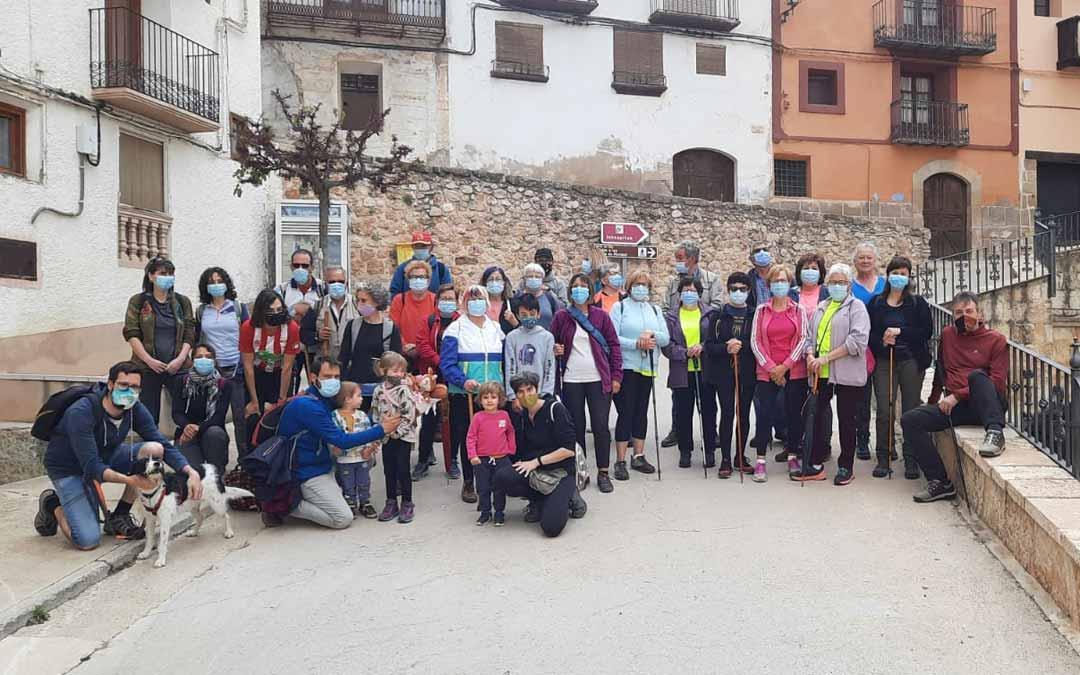En torno a 45 personas han participado en la marcha por la Igualdad de Peñarroya de Tastavins. Ayto. Peñarroya.