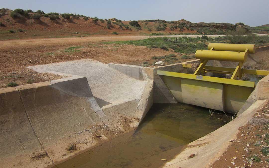 Rampa construida por la CHE a principios de 2020 en el canal Calanda-Alcañiz./ CHE
