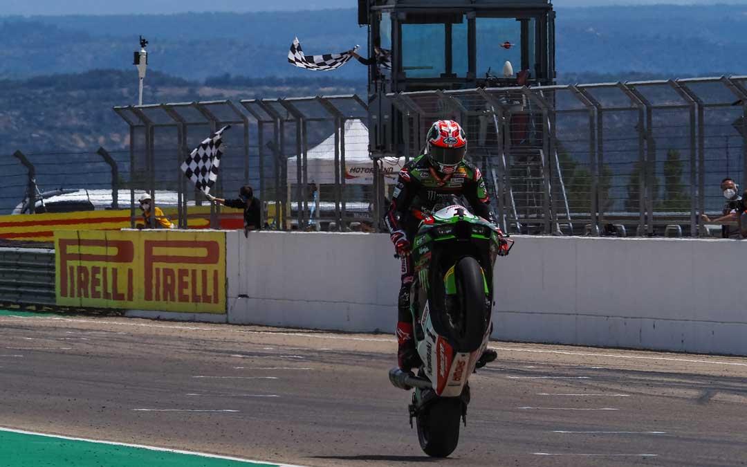 Rea entrando vencedor de la primera carrera de SBK que se ha disputado en Motorland Aragón. Foto: SBK