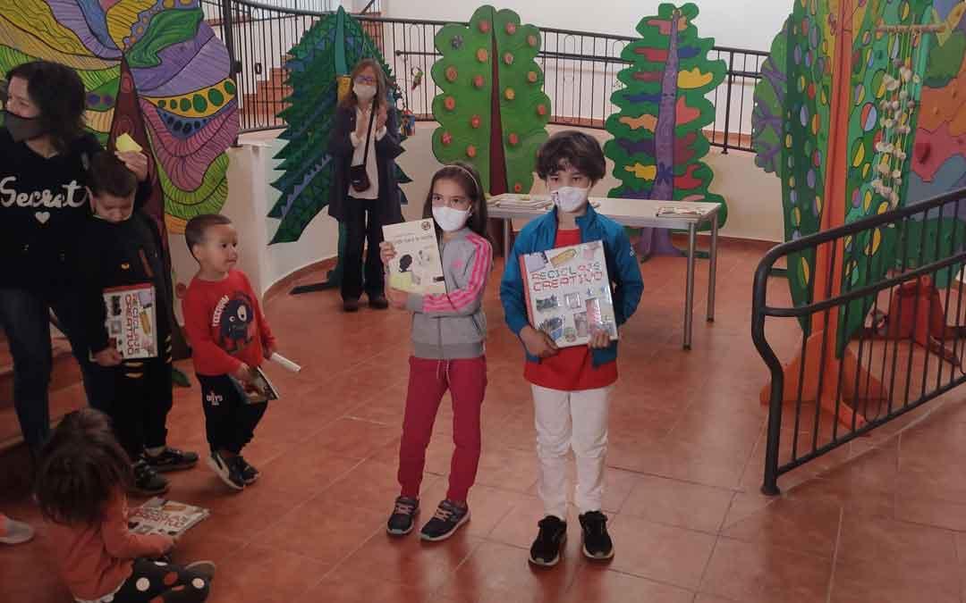 n Entrega de diplomas y obsequios a los 24 niños participantes en el concurso 'reutiliza con arte'/ AYTO. ANDORRA