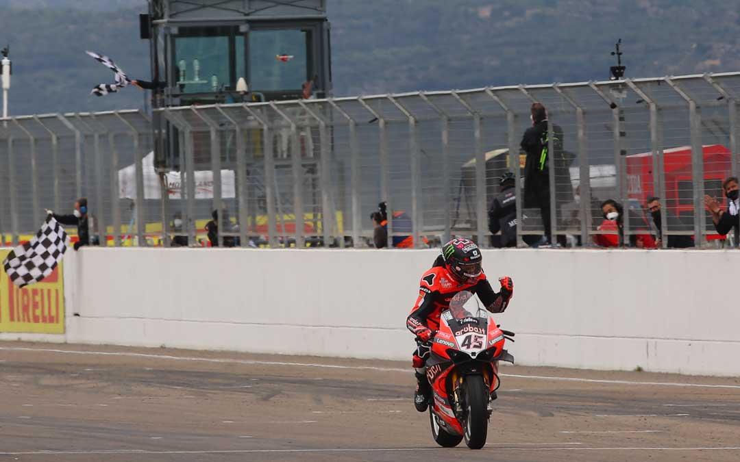 Redding entra como vencedor en la segunda carrera de SBK. Foto. SBK