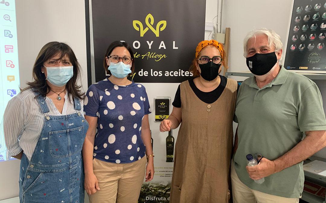Amparo Llamazares (slow food Zaragoza), Marta Sancho (Pta. Comarca), Belén Soler (La Ojinegra), y Antonio Garay (Pte. cooperativa) este sábado en la cata. / M. Q.
