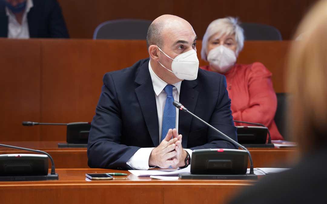 El portavoz de Industria del PP, Juan Carlos Gracia Suso, en comisión en las Cortes de Aragón este jueves / PP