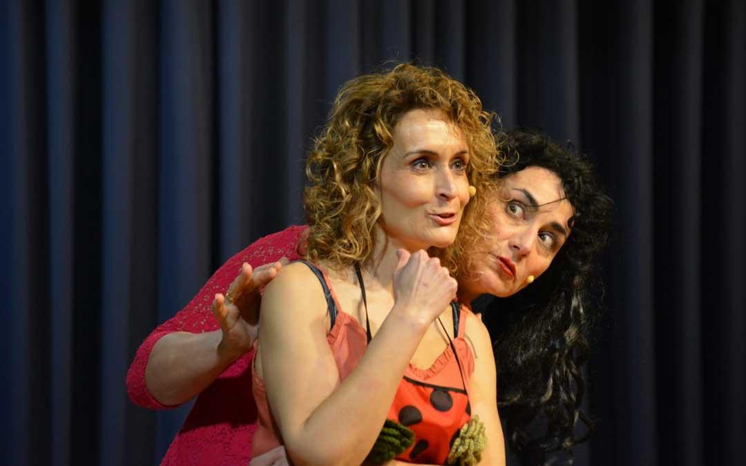 Representación de la obra en Mas de las Matas / Me va Me va Teatro
