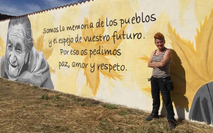 Torre del Compte reconoce a la mujer y a las personas mayores en dos murales