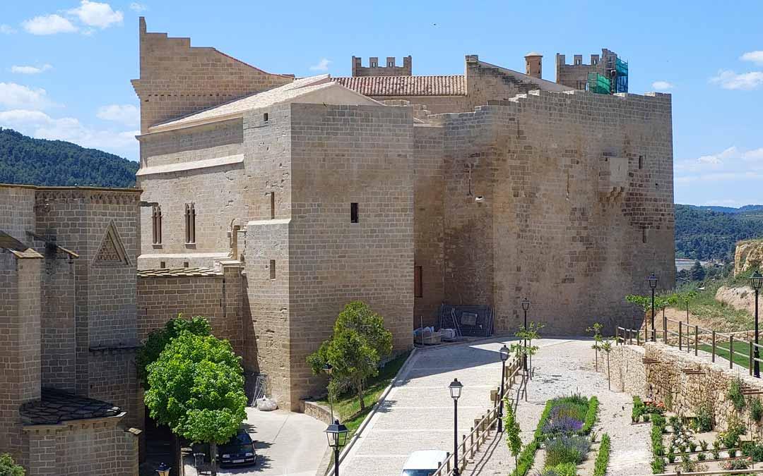 Imagen de la fachada norte tras su restauración y con las nuevas cubiertas. J.L.