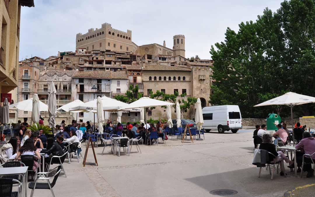 En localidades como Valderrobres y Beceite se ha registrado una afluencia comedida pero constante de turistas principalmente zaragozanos y del resto de Aragón. J.L.