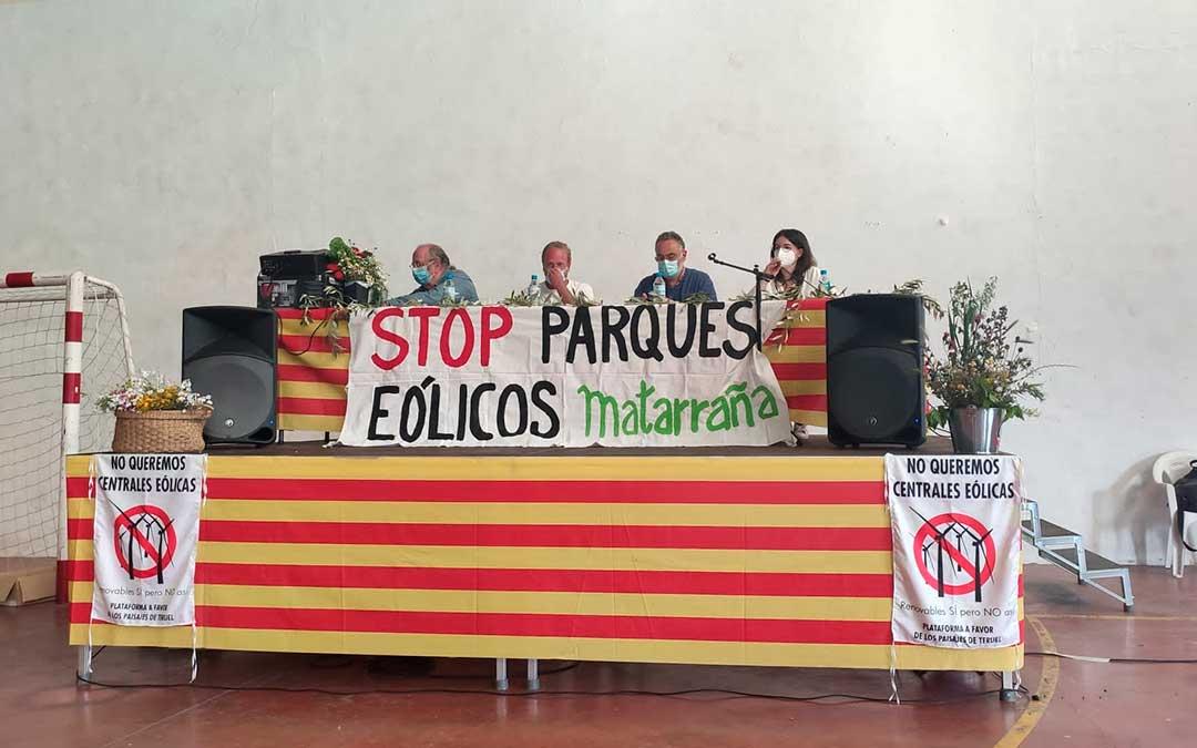 Participantes en la charla informativa que se celebró este sábado en Valjunquera./ Movimiento Valjunquera por los paisajes