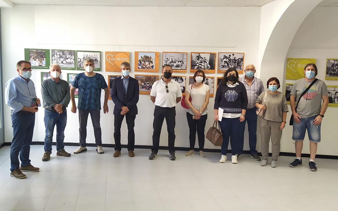 Miembros de la Junta de Adibama durante la apertura de la exposición 'Siento mi pueblo, vivo mi pueblo' en Albalate./ Adibama