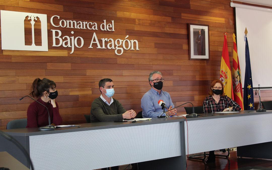 La realizadora, Gemma Blasco; el presidente de la Comarca, Luis Peralta; el actor, Ferrán Rañé y la consejera, Mª José Gascón, en la rueda de prensa de presentación. / B. Severino