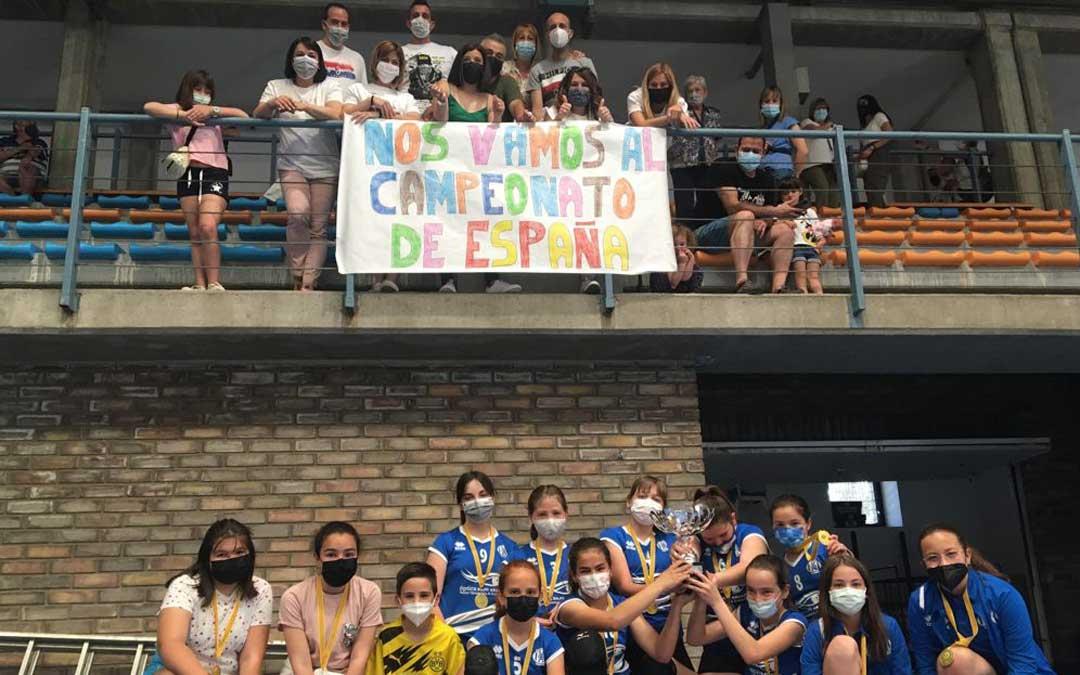 Equipo y afición celebran el triunfo y la clasificación. Foto. C.V. Alcañiz