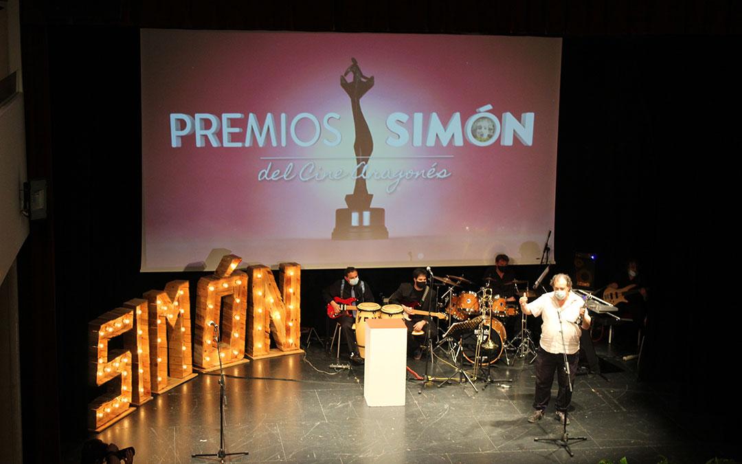 El crítico Roberto Sánchez representó a Pedro Aguaviva en la recepción del Premio Simón de Honor. / B. Severino