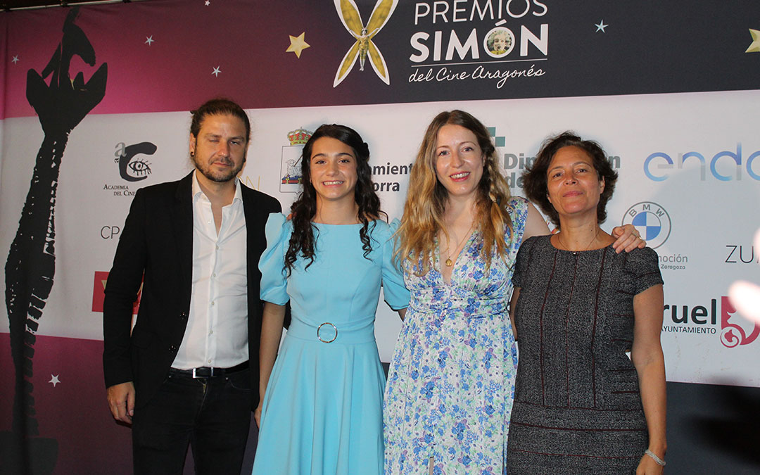 Carlos Naya, Andrea Fandos, Pilar Palomero y Valérie Delpierre parte del equipo de 'Las niñas' que recogieron los seis Premios Simón. / B. Severino