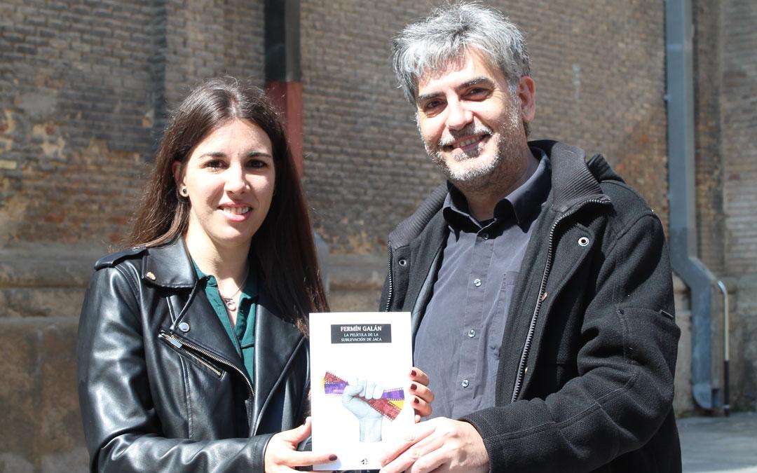 Asión Suñer y Tausiet sostienen la publicación que pone de relevancia la importancia de la película sobre 'Fermín Galán' en los años 30 a pesar de seguir desaparecida. / B. Severino