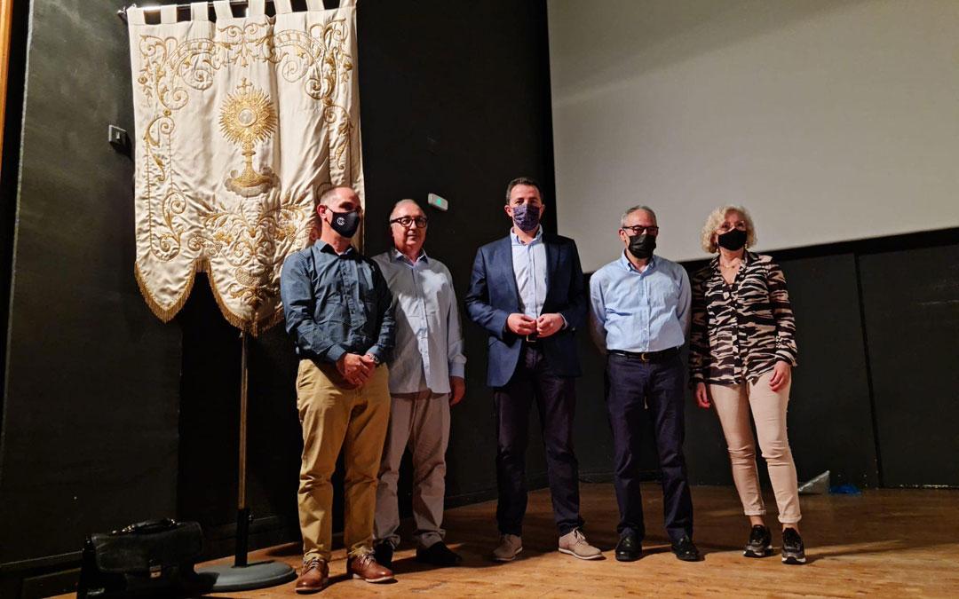 Juanjo Caldú; Lorenzo Gasca; el alcalde, Alberto Herrero; José Manuel Royo y la concejala de Turismo, Isabel Zabal. / Ayto. Calanda