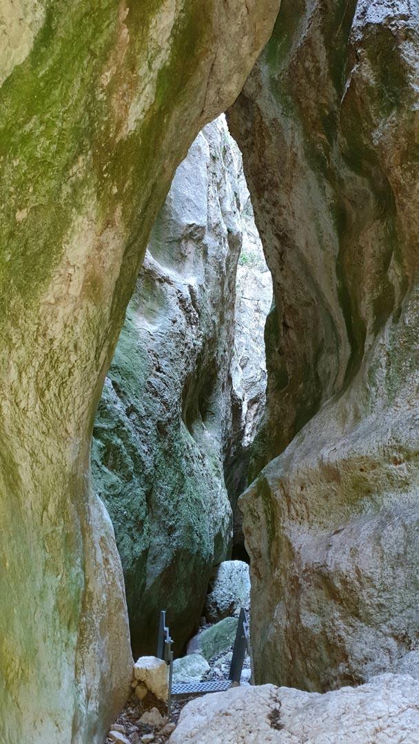 caleja del huergo ejulve senderismo escaleras Andorra-Sierra de Arcos