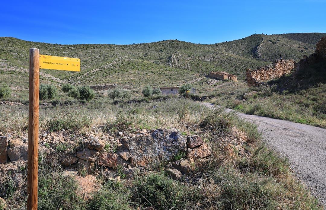señal camino mirador sierra arcos ariño senderismo
