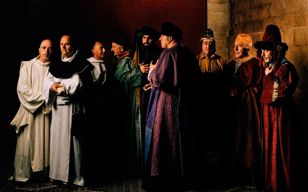 Los actores caspolinos representan a los nueve Compromisarios / Fuente: César Larrosa