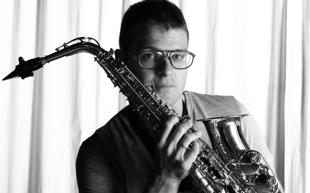 Daniel y el saxofón son inseparables. / Juan Simón