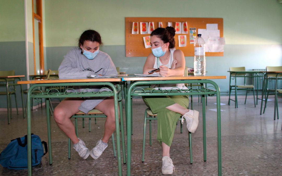 Diana Rodriguez le ha dictado a Laura Sancho todo lo que quería poner en el examen / Funte: Pilar Sariñena