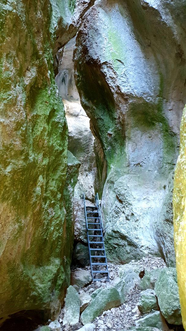 escaleras caleja del huergo senderismo ejulve