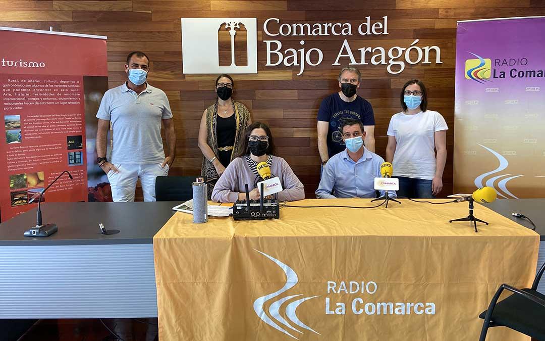 Invitados al programa especial emitido por Radio La Comarca desde la sede de la Comarca del Bajo Aragón./ L.C.