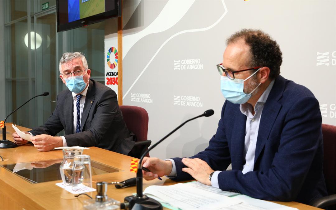 El consejero de Agricultura, Ganadería y Medio Ambiente, Joaquín Olona y el director general de Desarrollo Rural, Jesús Nogués./DGA