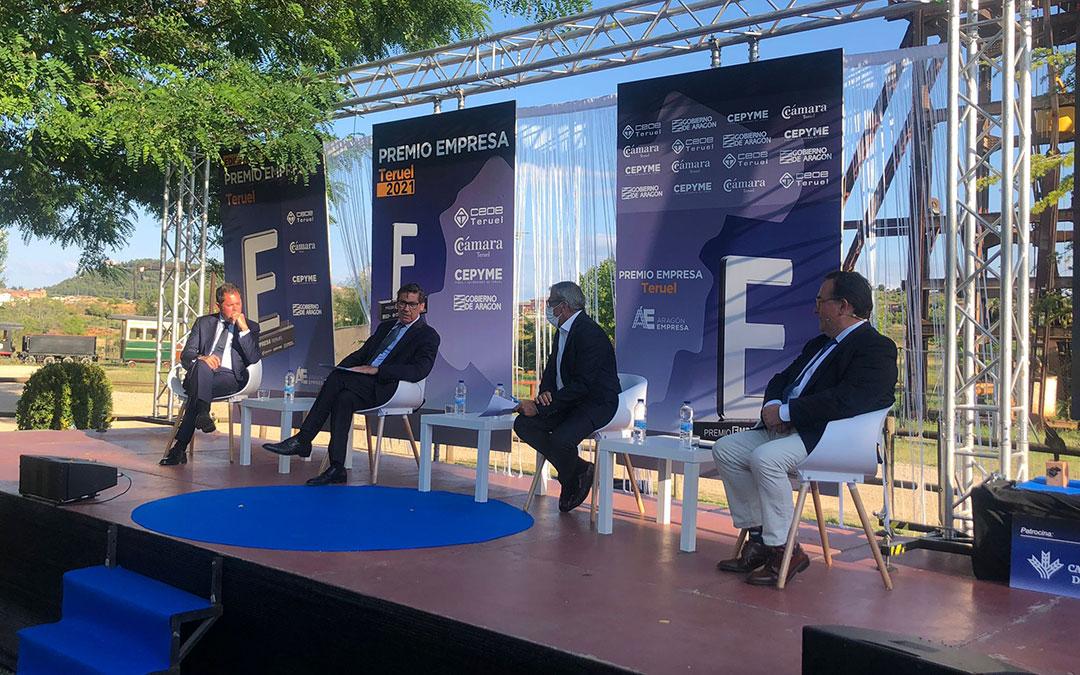 Foto mesa redonda gala premio empresa teruel 2021