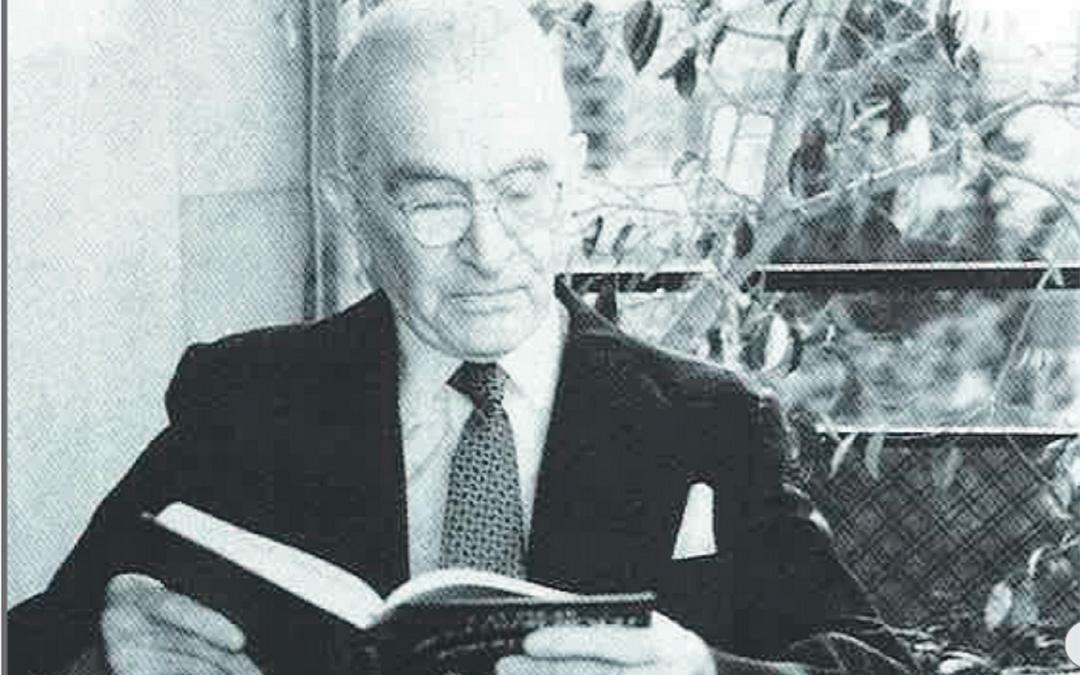 El doctor Don Galo Leoz, leyendo. / Archivo familia Leoz recogidas en el libro de Antonio Bergua Aznar 'Galo Leoz' (1990) Colección 'Los aragoneses'.