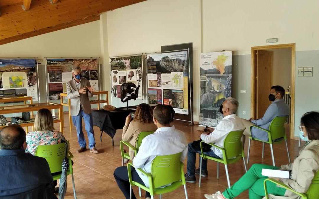 El director de la Fundación Conjunto Paleontológico de Teruel-Dinópolis, Luis Alcalá, dio los detalles acerca del fósil, de la exposición y del proyecto en sí. / B. Severino