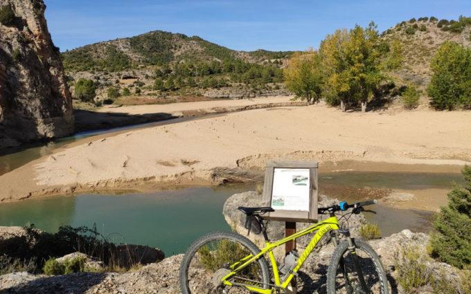 Las obras de Santolea provocan ya la acumulación de un metro de lodo en los Fontanales, en La Ginebrosa