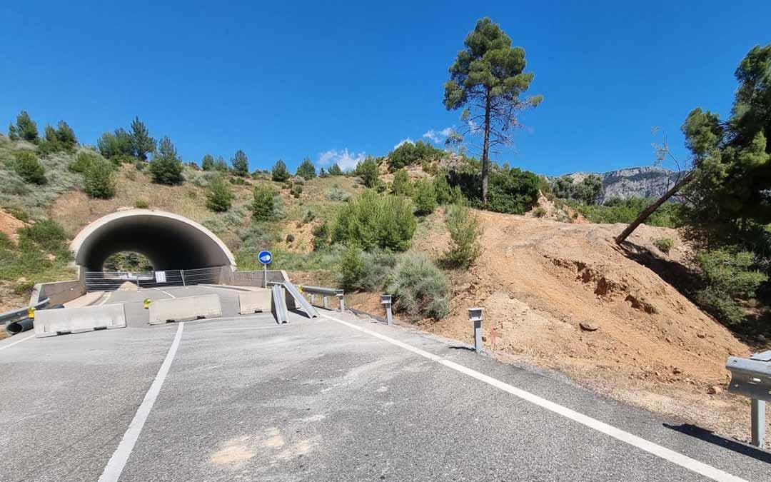 El túnel fue clausurado el miércoles y ya se está trabajando en el paso alternativo.