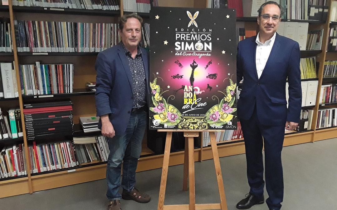 El presidente de la ACA, Jesús Marco, y el director general de Endesa en Aragón, Ignacio Montaner, tras la firma del convenio de patrocinio de los X Premios Simón. / ACA