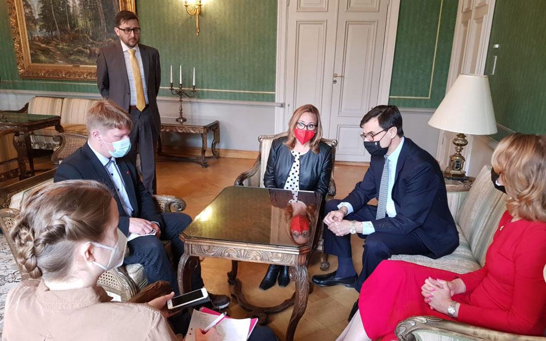 La consejera Pérez se entrevistó con la ministra finlandesa junto al secretario de Estado para la UE, Juan González-Barba, y el embajador de España en Finlandia, Luis Tejada / DGA